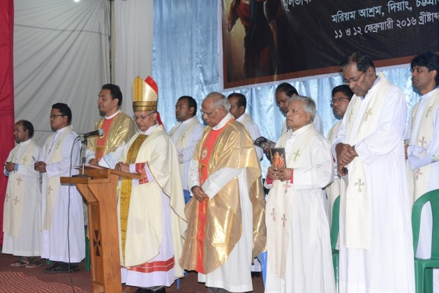 Bishop Lawrence Subrato Howlader, CSC is offering mass in Diang Pilgrimage