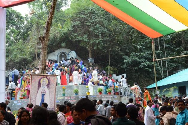 Pilgrims in Diang Pilgrimage