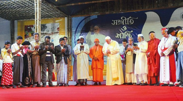 Pope Francis prays with Rohingya people in Kakrail