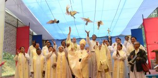 Releasing doves in the Marian Pilgrimage, Diang