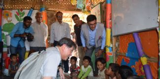 His Eminence Cardinal Tagle meeting the Rohingya Children
