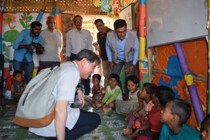 His Eminence Cardinal Tagle meeting the Rohingya Children